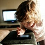 'kids getting hooked to smartphones at age 10 in US'